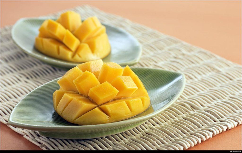 mango-topping-panna-cotta