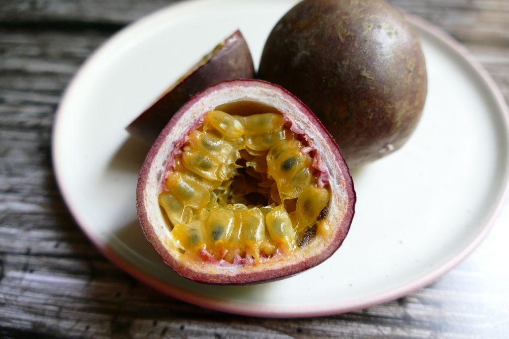 passion-fruit-topping-panna-cotta